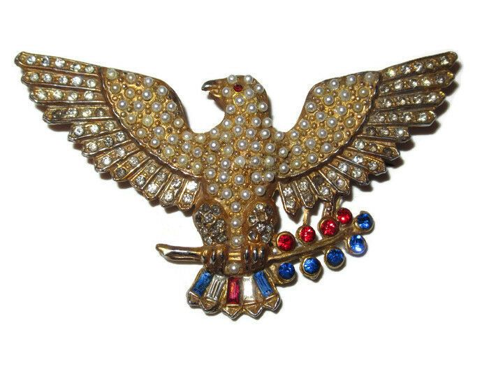 1940/'s Vintage WW2 Military Gold Eagle Holding A Union Jack Flag Brooch