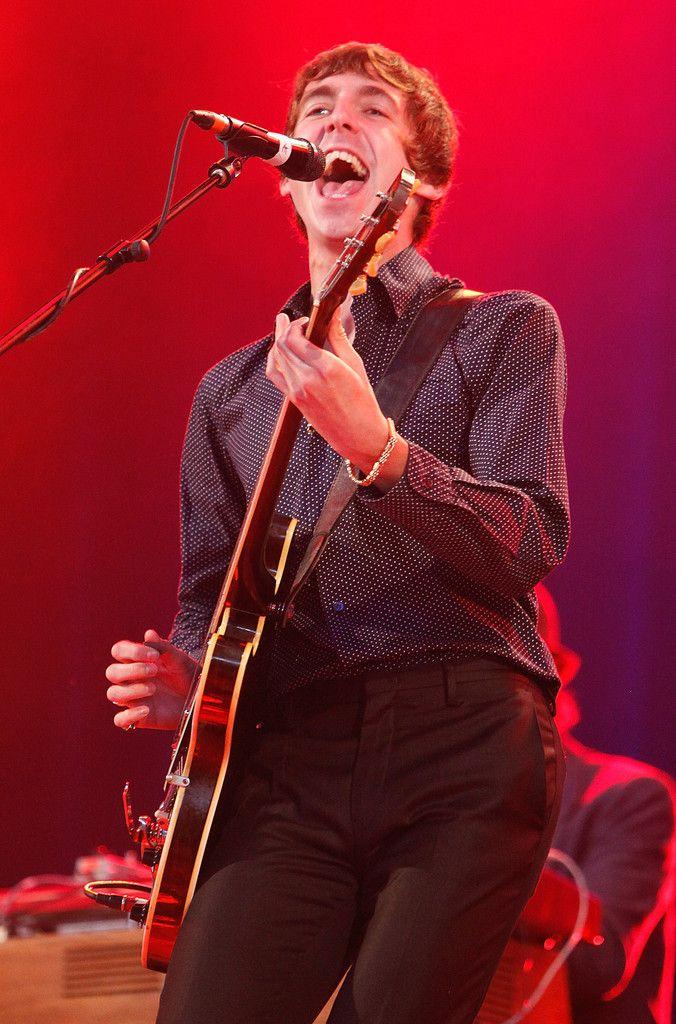 Miles Kane, Reading 2011 (photo Simone Joyner)