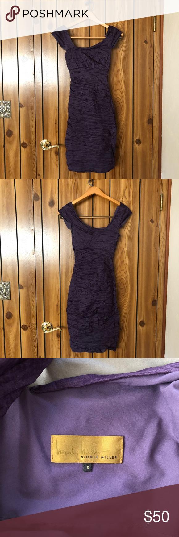 Nicole Miller Lila Kleid Nicole Miller Kleid mit Rüschendetail. Dieses Kleid hat …   – party