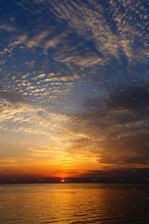 Beautiful Sea Sunset With Clouds Landscape Scenery Scenery Background Sunset Landscape