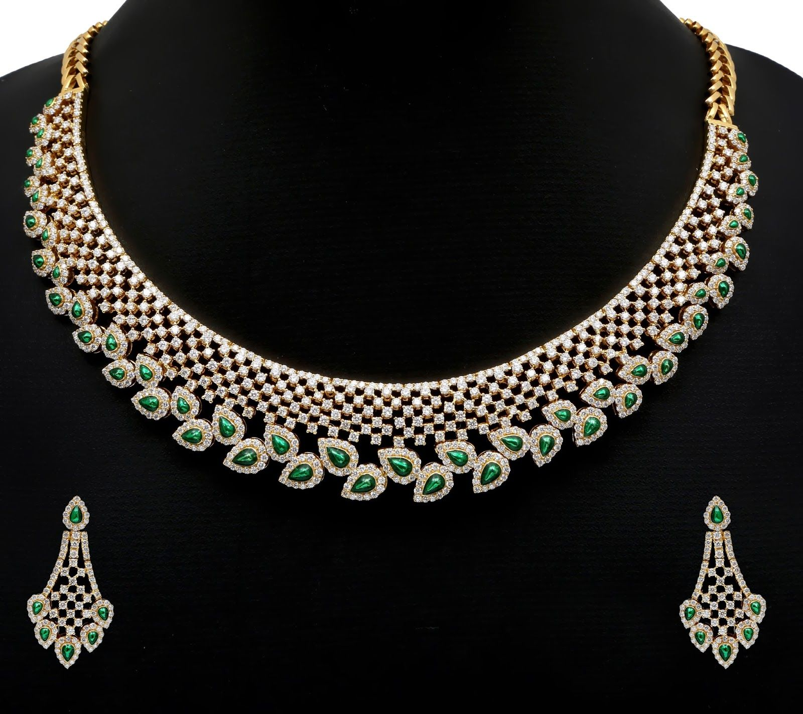 15 Most Beautiful Diamond Necklace That Every Woman Should