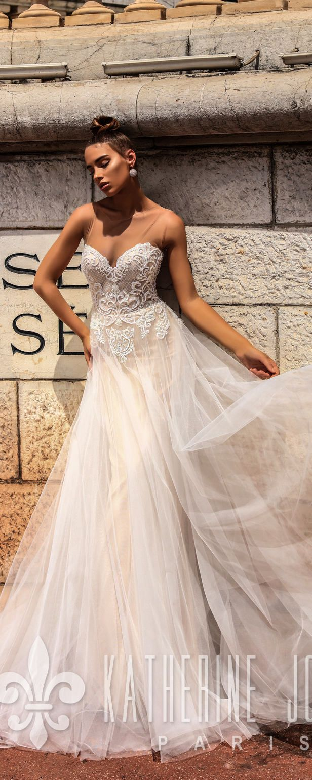 Sweetheart Lace Wedding Dress  This is an enchanting sleeveless