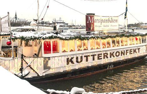 Till jul och påsk hittar du Kutterkonfekt på Marsipanbåten vid Strandvägskajen 18 i Stockholm.