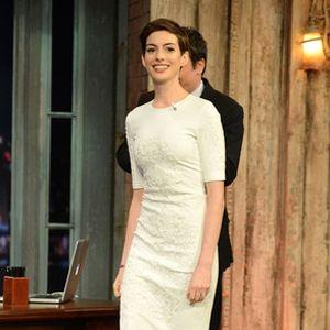 Anne Hathaway avergonzada por la fotografía de ella sin ropa interior