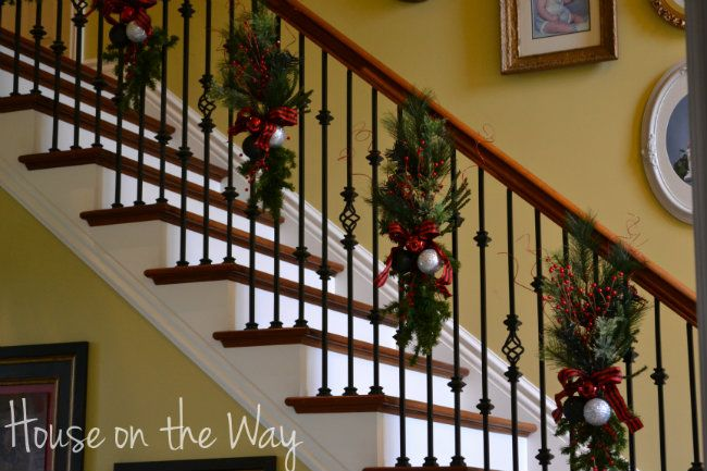 Alternative to christmas garland absolutely beautiful for Stair railing decorated for christmas