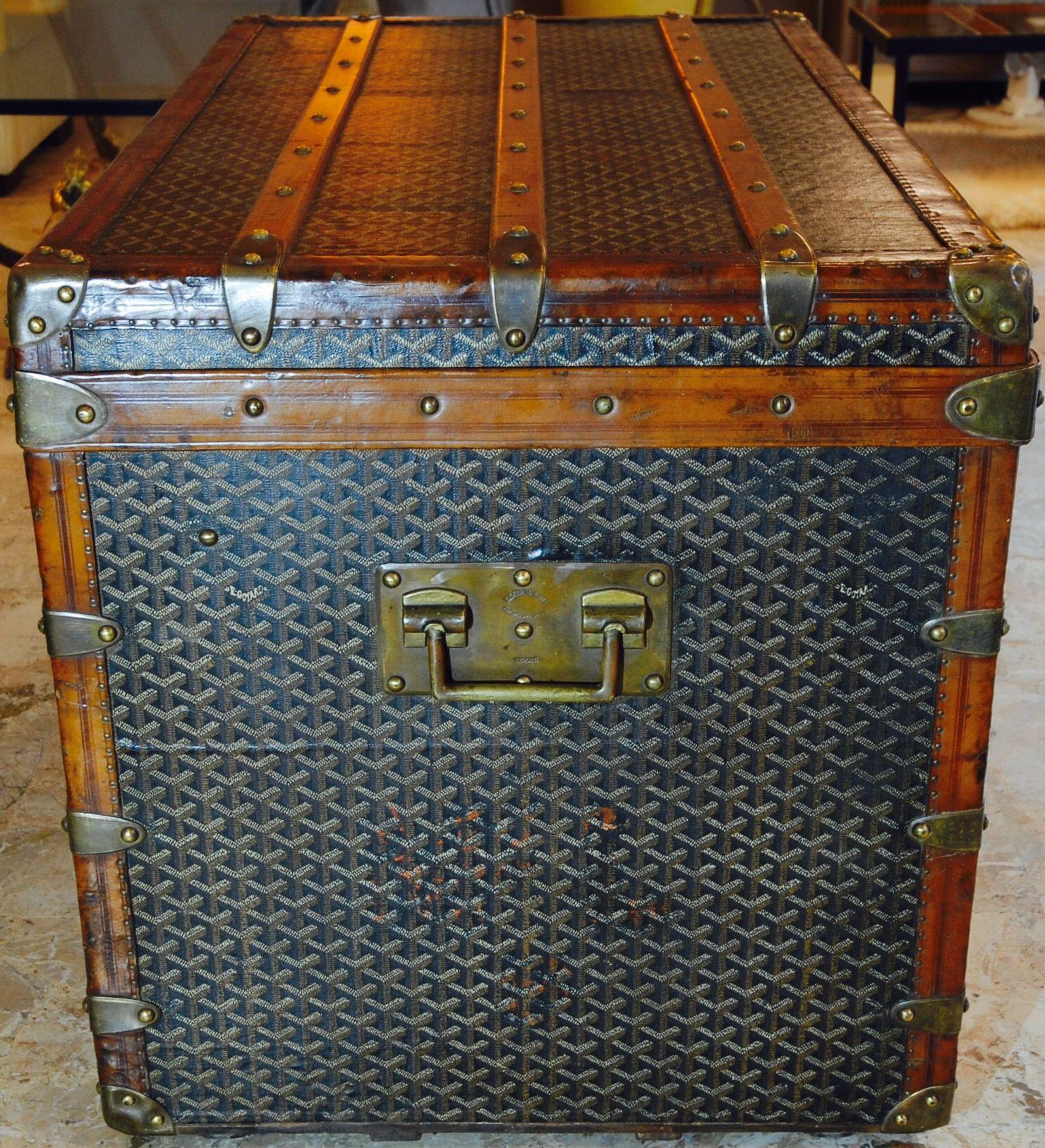 Trunk Goyard vintage trunk www.galerie-badie-pascal.com