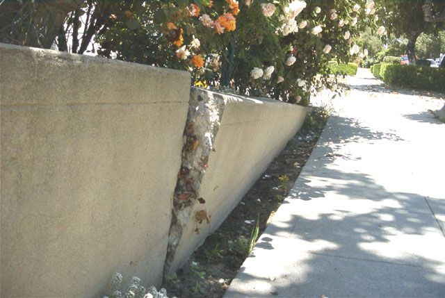 Resultado De Imagen De Wall Concrete Fail Concrete Retaining Walls Retaining Wall Repair Retaining Wall