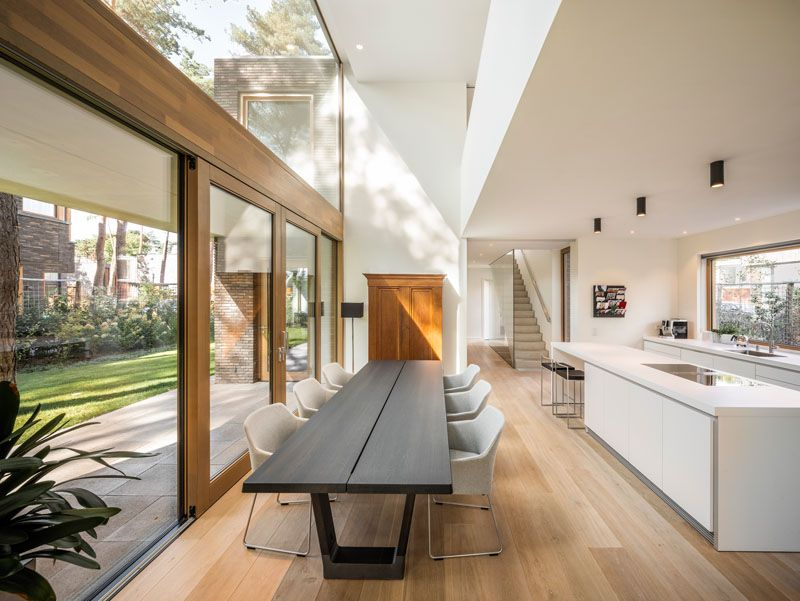 This Modern House Has A Double Height Ceiling Above Dining Table Large Windows For Plenty Of Natural Light And Dining Room Design House Interior House Design Double height dining room design