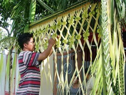 Weaved cocoonut leaf palm leaf folding pinterest wedding weaved cocoonut leaf junglespirit Image collections