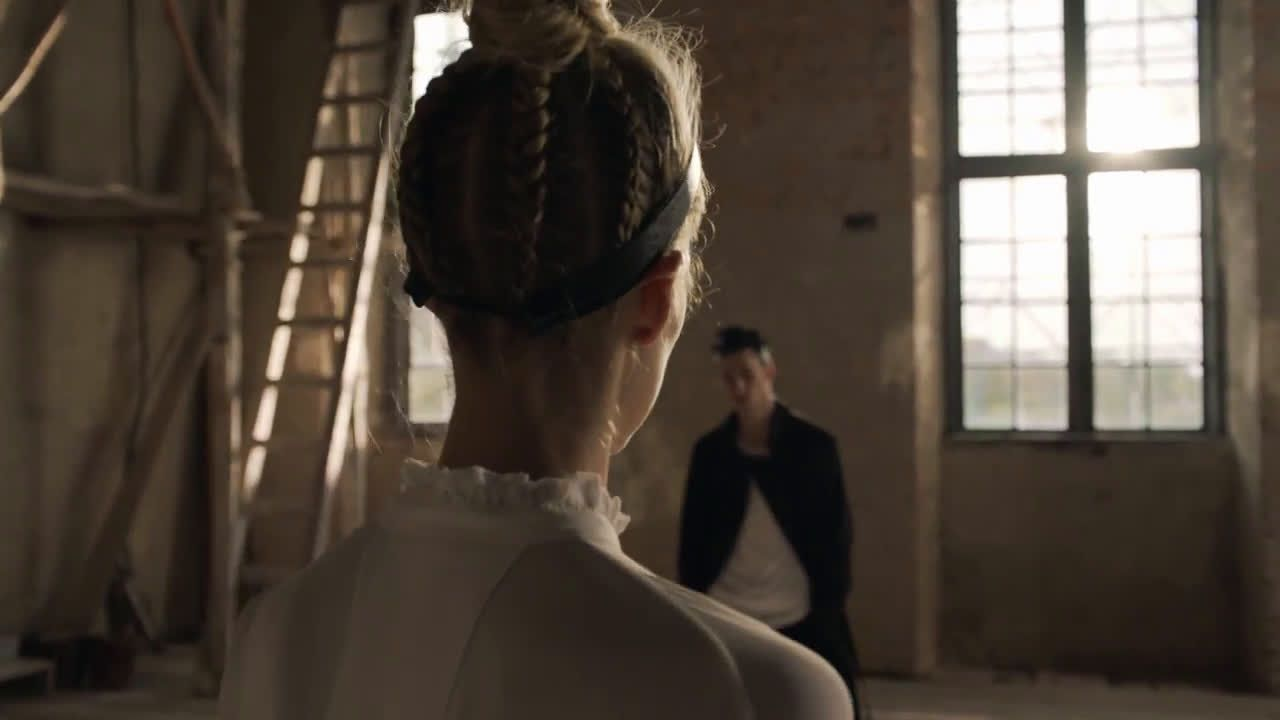 AbanCommercials: H&M TV Commercial  • H&M advertsiment  • Studio S/S 2017 — See-now, buy-now show 1 March  • H&M Studio S/S 2017 — See-now, buy-now show 1 March  TV commercial • Inspired by the passion and strength of ballet, this season H&M Studio unveils its first ever see-now, buy-now collections for men and women. Watch the Paris fashion show live at hm.com on the 1st of March, and shop the looks straight from the runway.