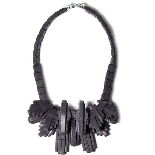 Barlow excalibur necklace   Ek Thongprasert