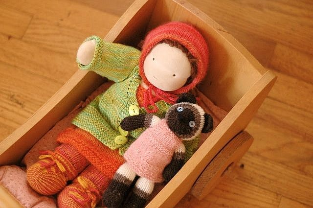 Just love this doll and her accessories! winter knits for the dolls ...