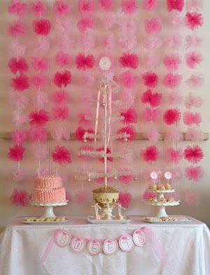 Decoracion de fiestas con pompones de tul bodegas ilusion for Decoracion para bodegas