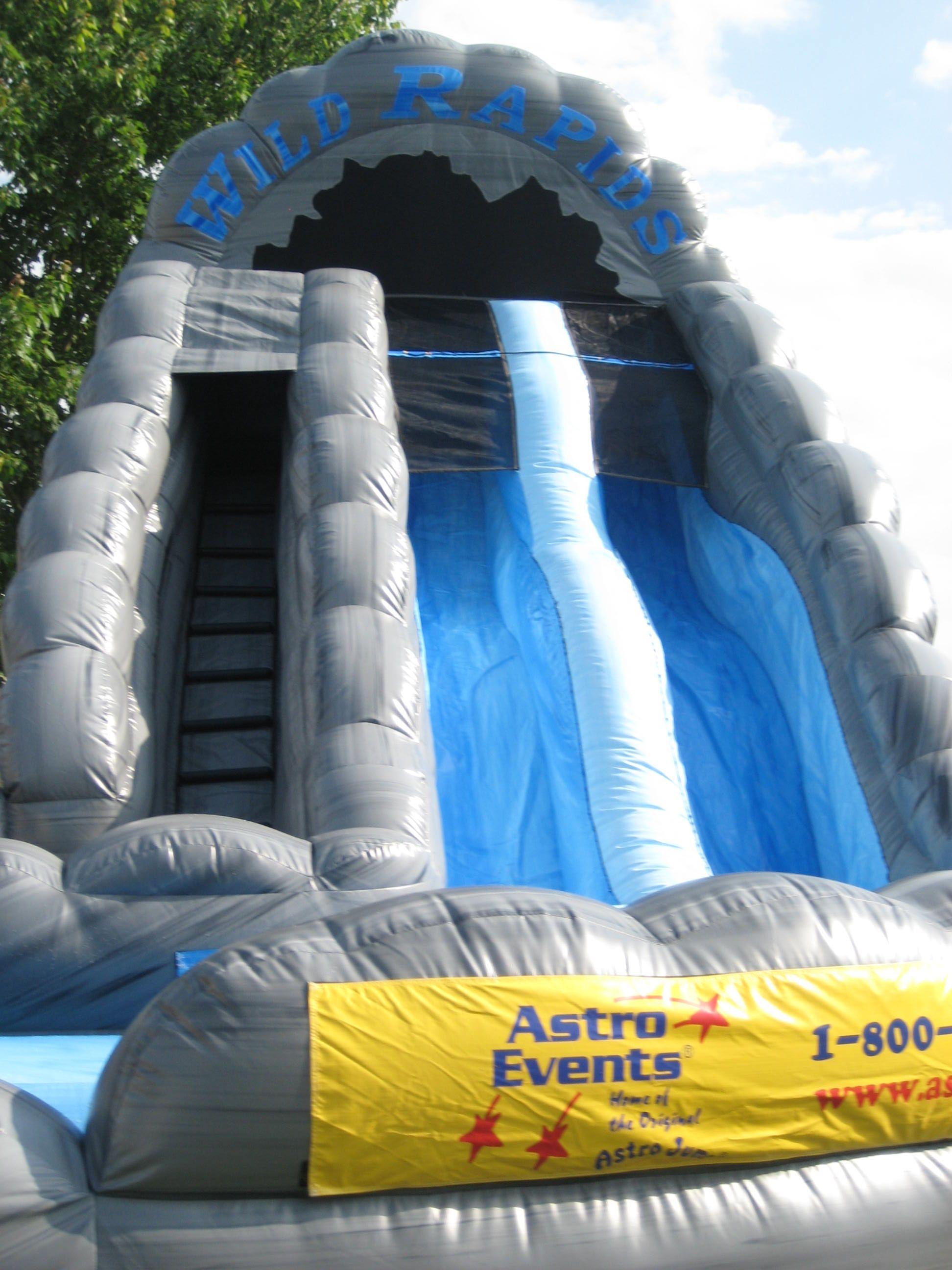 steep sliding lanes on the 18u0027 dual lane wild rapids inflatable water slide with pool - Blow Up Water Slides