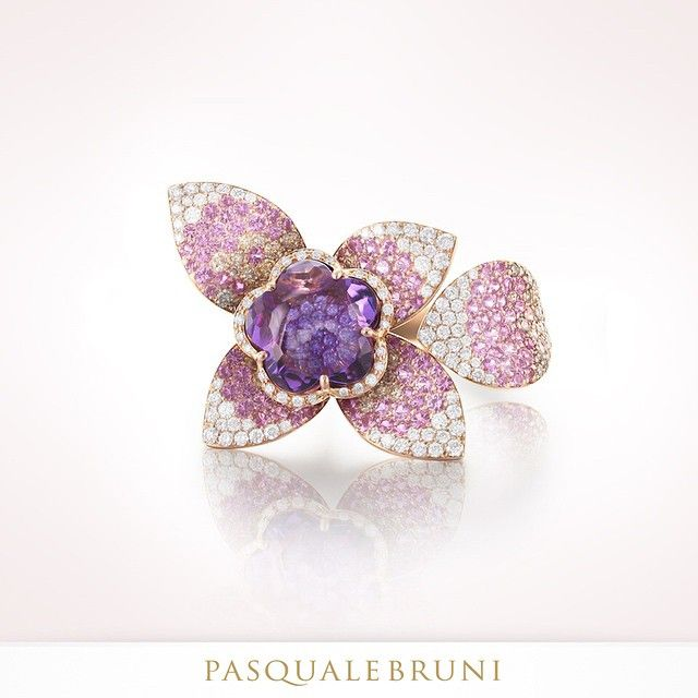 Amethyst and hundreds of diamonds and sapphires: it's one of the rings of the GIARDINI SEGRETI HAUTE COUTURE collection, a triumph of sensual femininity  #pasqualebruni #giardinisegreti #highendjewelry #amethyst