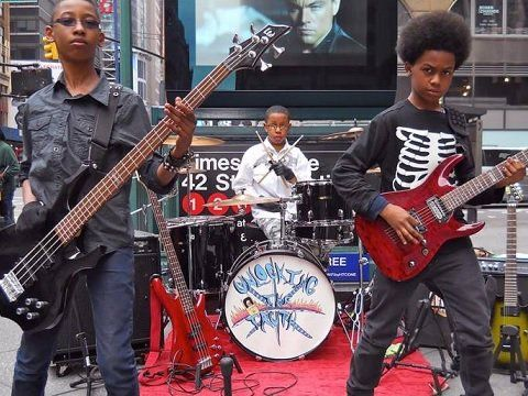 "Unlocking the Truth (la metal band di teenager prodigio): ecco il video di ""Monster"" - G https://t.co/mzRgnxJoUz https://t.co/HKFd0qiBqj"