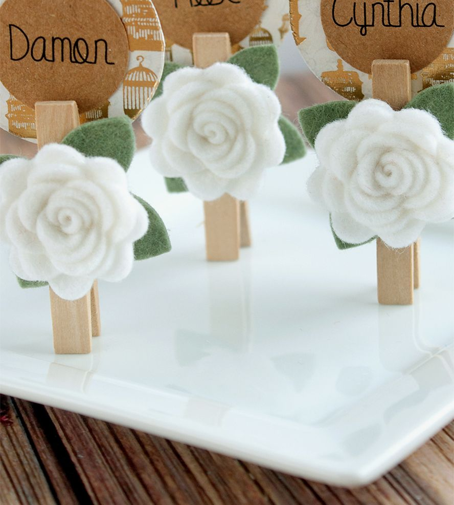 Felt Flower Place Card Holder (only the use of a clothespin I like ...