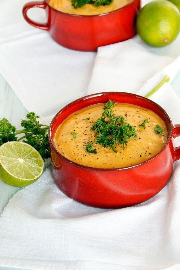 Sopa de batata doce com uma pitada de suco de limão (colher e chave)   - suppe -