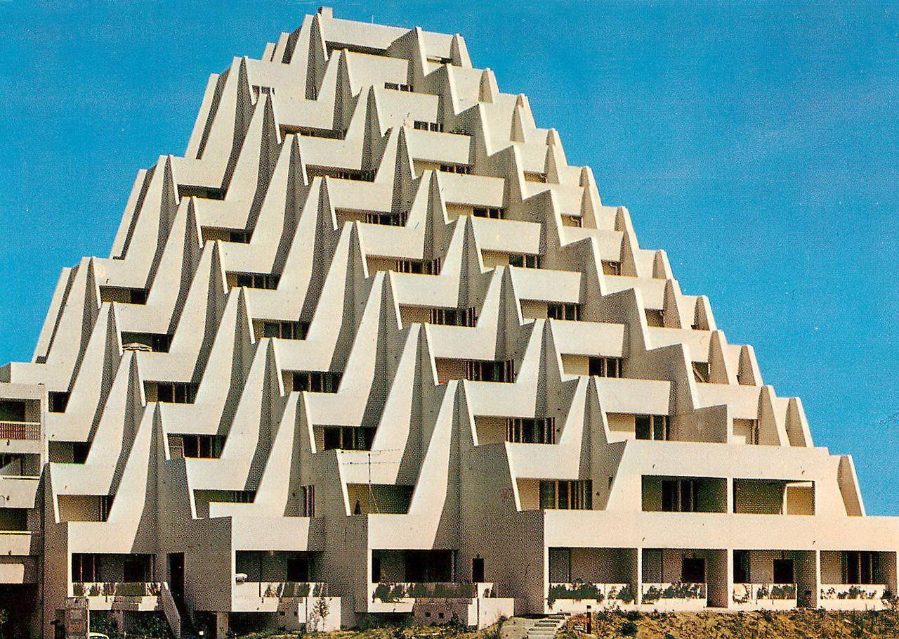 Retro Geographie La Grande Motte Immeuble Le Babylone La Grande Motte Babylone Immeuble
