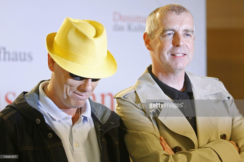 Chris Lowe L And Neil Tennant Of British Pop Band Pet Shop Boys Present A Book With Pictures Of Their Group And Coverdesigns 07 May 2007 At A B Celebridades