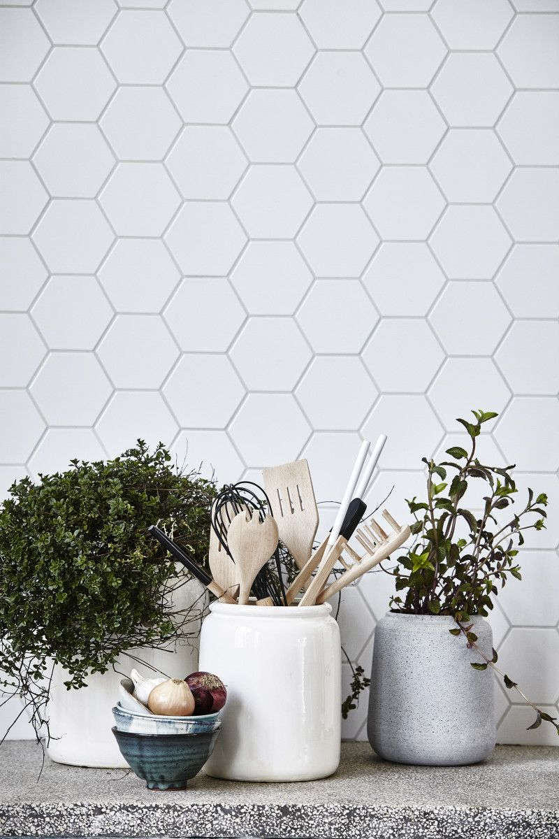 How to style a vignette to Scandinavian perfection | Küche, Fliesen ...