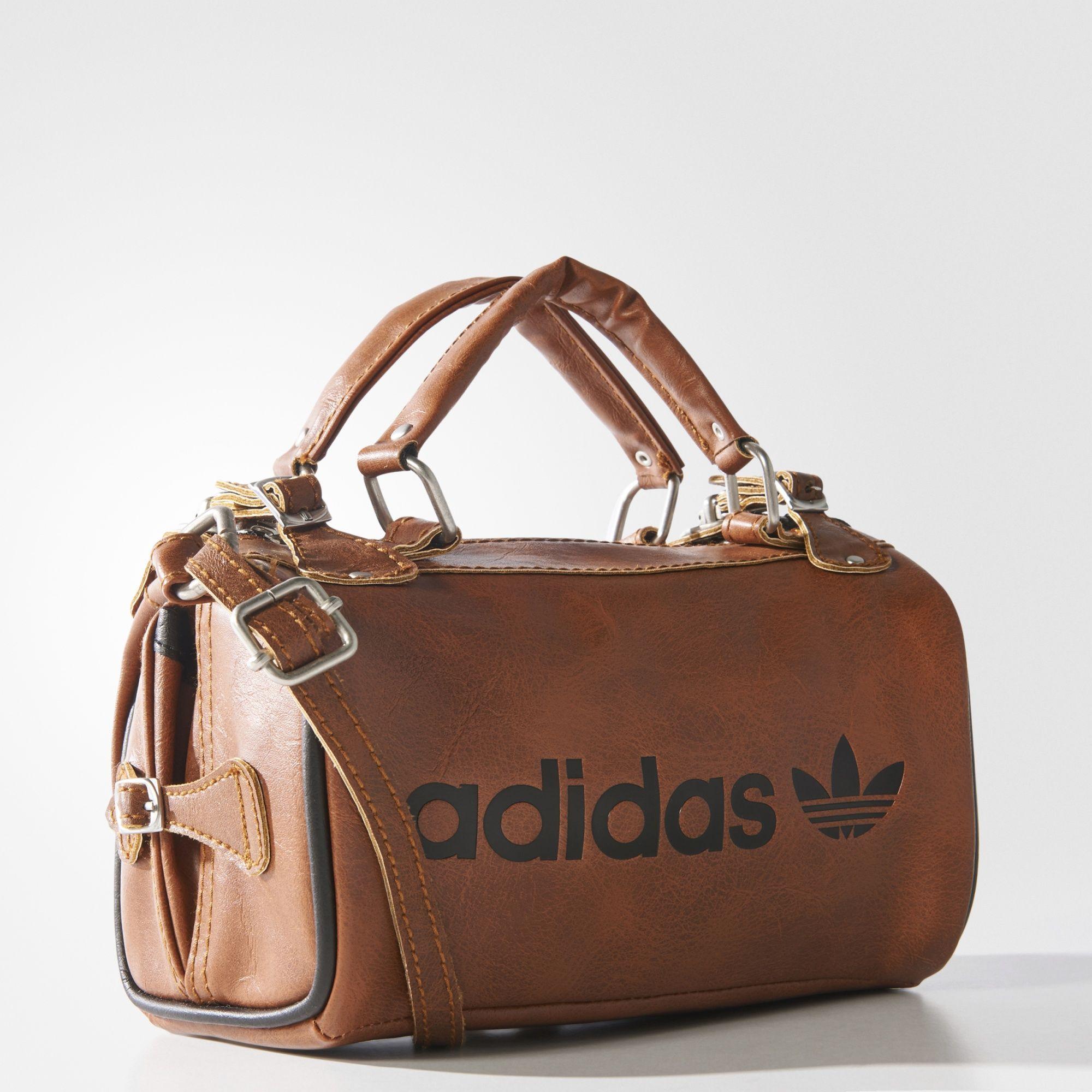 a20064efe Um design retrô vem atualizado para o presente. Diretamente do acervo adidas,  esta bolsa apresenta o visual e o toque do couro, sendo f… | I ❤ Adidas! em  ...