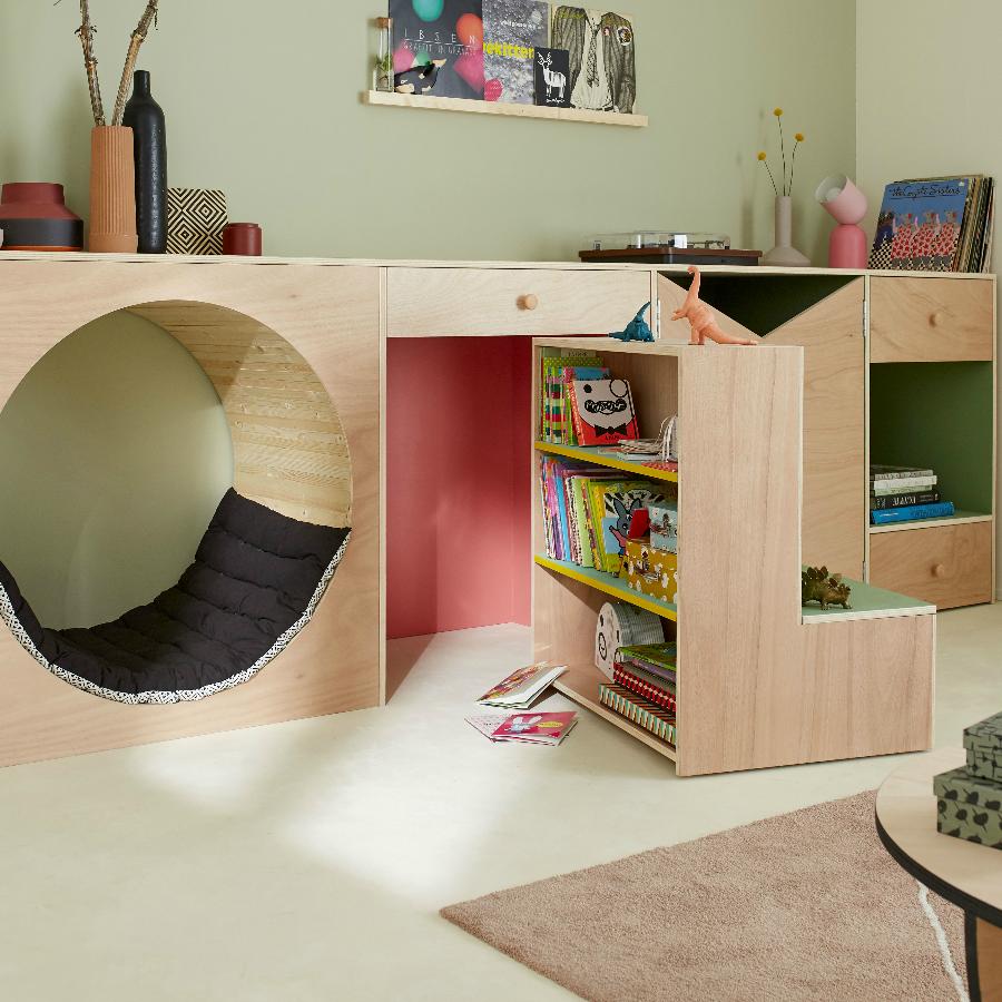 Une bibliothèque cachée dans le salon
