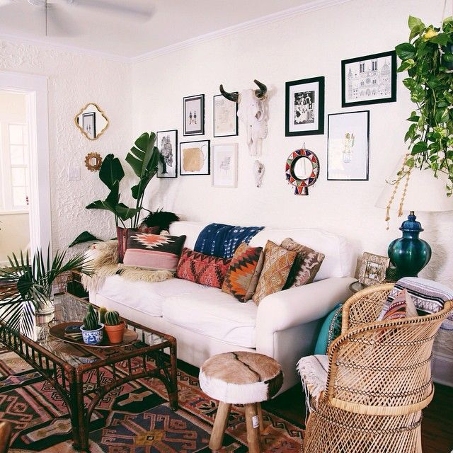 Apartment Living: Urban Living Room, Home Decor