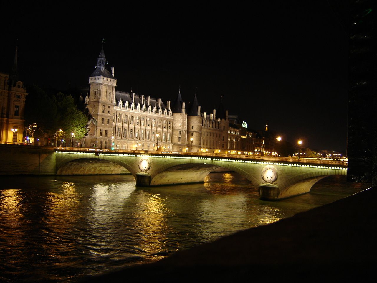Paris At Night And Walk Along The Seine Walk Around The World Paris At Night Paris