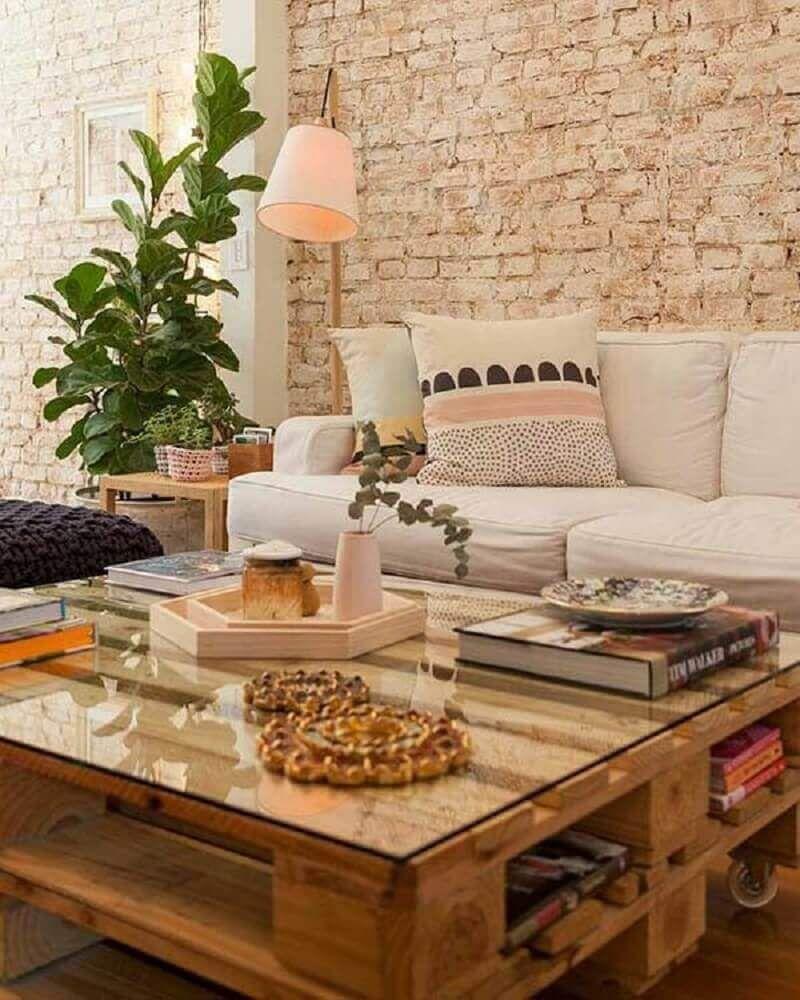 Mesa De Pallet 50 Modelos Para Inovar Na Decora O De Sua Casa  -> Como Decorar Parede De Sala Com Material Reciclados