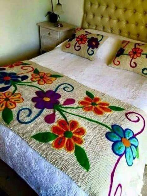 Pie de cama bordado a mano   Pie de Cama   Pinterest   Camas ...