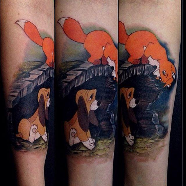 A Sweet Fox And The Hound Piece Done By Jessyknuckles Inkeddisney Disney Sleeve Tattoos Disney Tattoos Cartoon Character Tattoos