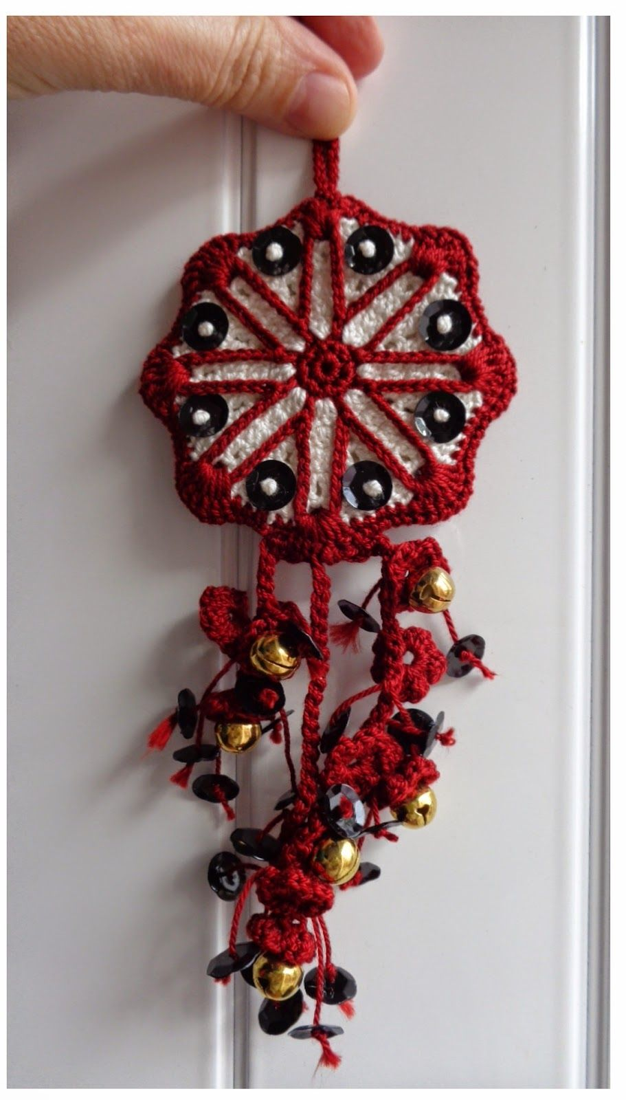 crochet door chime red black white, flowers and sequins