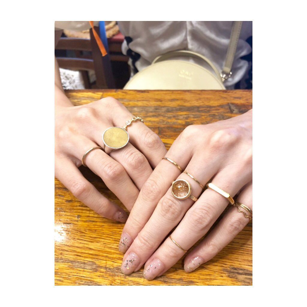 右手 の 人差し指 指輪
