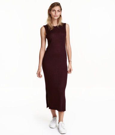 blomme lang ribstrikket kjole i blød kvalitet er tætsiddende og