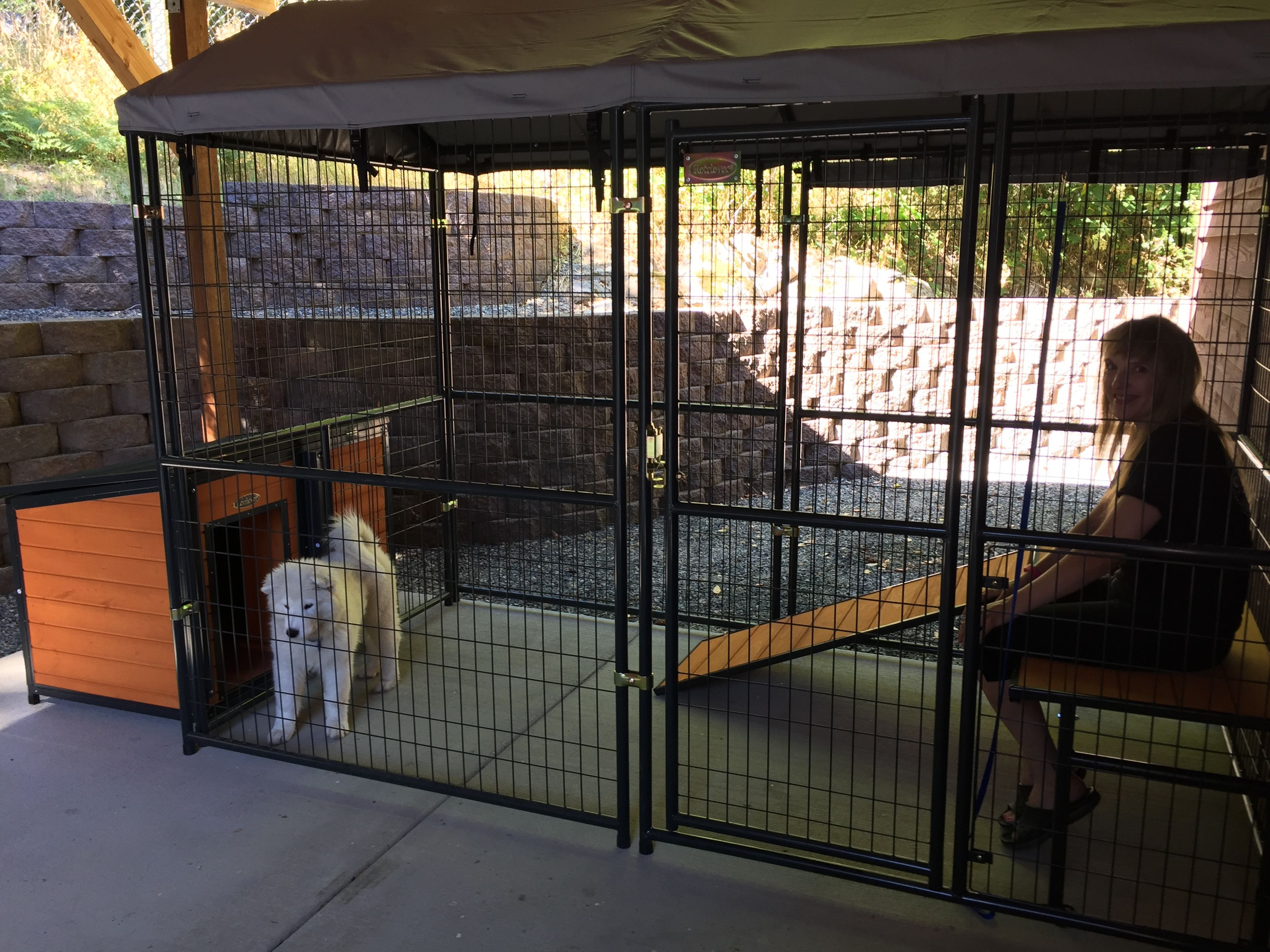 This Is The Retriever Lodge Dog Kennel From Tractor Supply Looks Great With Plenty Of Options Available Wireless Dog Fence Luxury Dog Kennels Dog Kennel