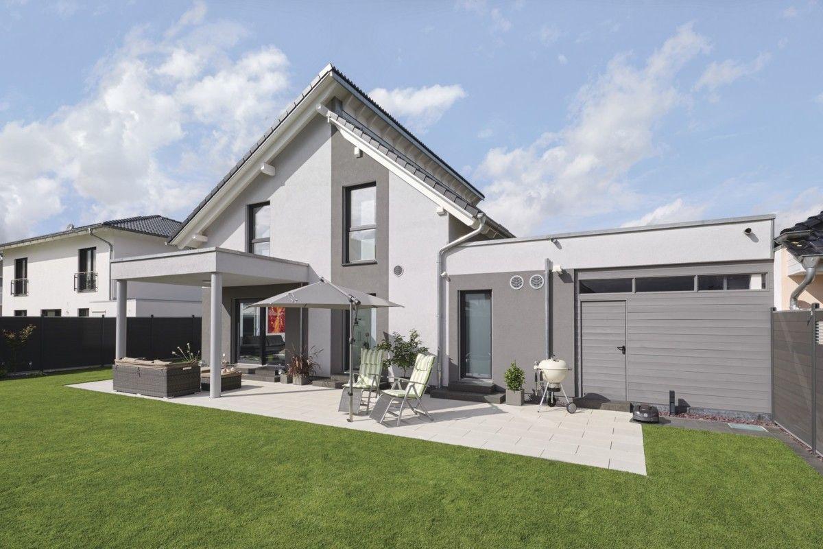 Pultdach haus modern mit flachdach anbau und terrasse for Haus anbau modern