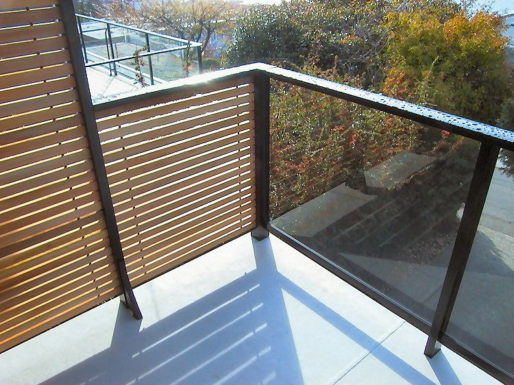 Dek rail horizontal cedar slat privacy deck railing panels for Outdoor privacy panels for decks