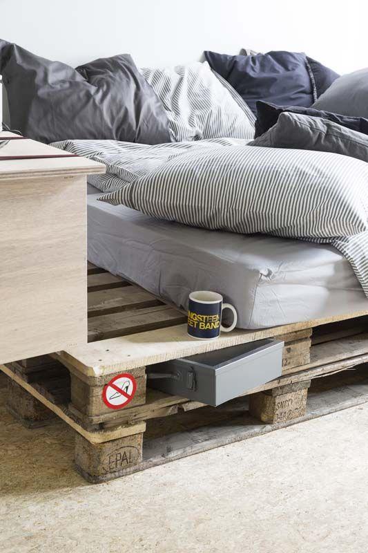 Bed En Bank Ineen.Bureau Van Underlayment Pallet Home Decor Bedroom Bedroom Decor