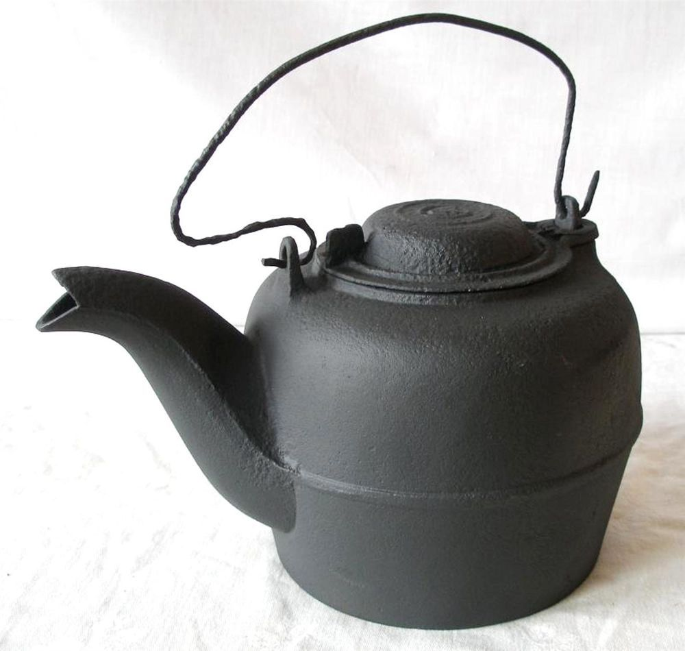 Antique bird spout wood stove camp fire cast iron tea kettle pot w bulls  eye lid - Antique Bird Spout Wood Stove Camp Fire Cast Iron Tea Kettle Pot W