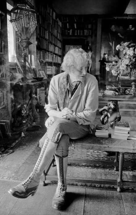 Literature Pics on Twitter | Virginia woolf, Bloomsbury