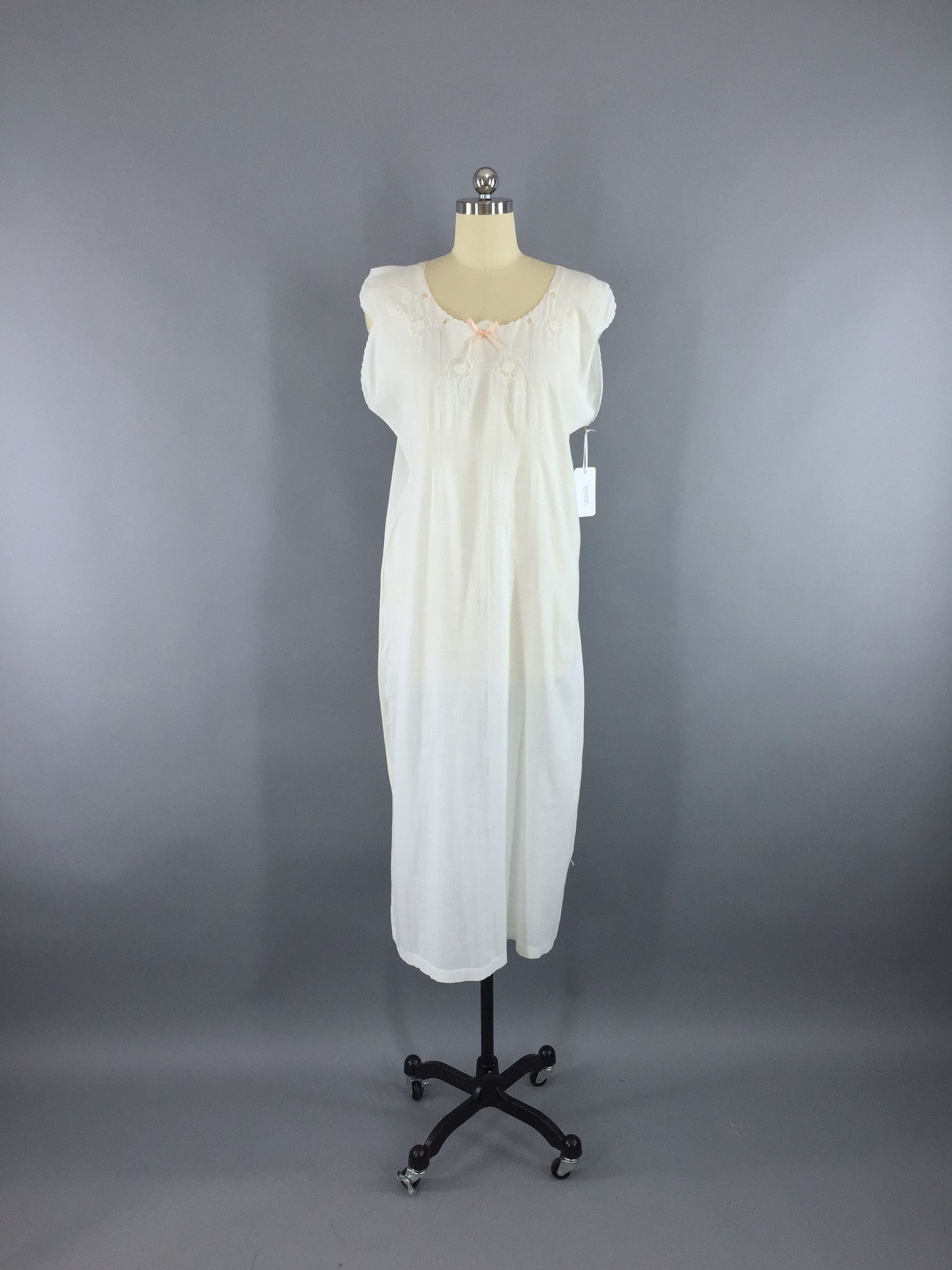 d8d52af21 Vintage 1920s Embroidered White Cotton Nightgown