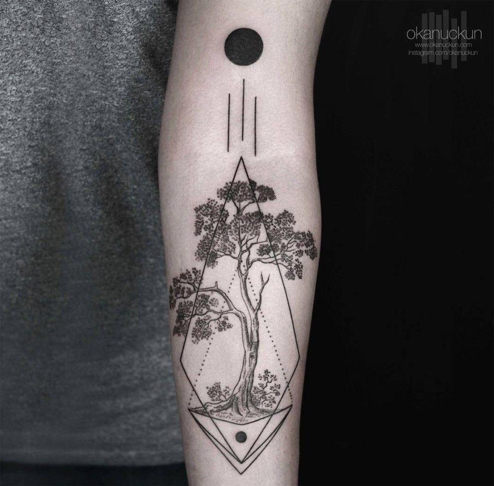 Les tatouages géométriques et monochromes d\u0027Okan Uckun