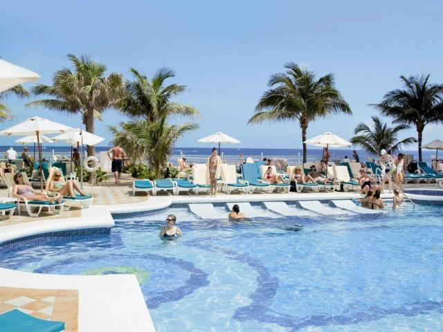 Hotel Riu Palace Paradise Island Nau Bahamas Standing On A Spectacular 3 Mile Stretch Of White Sandy Beach The Has