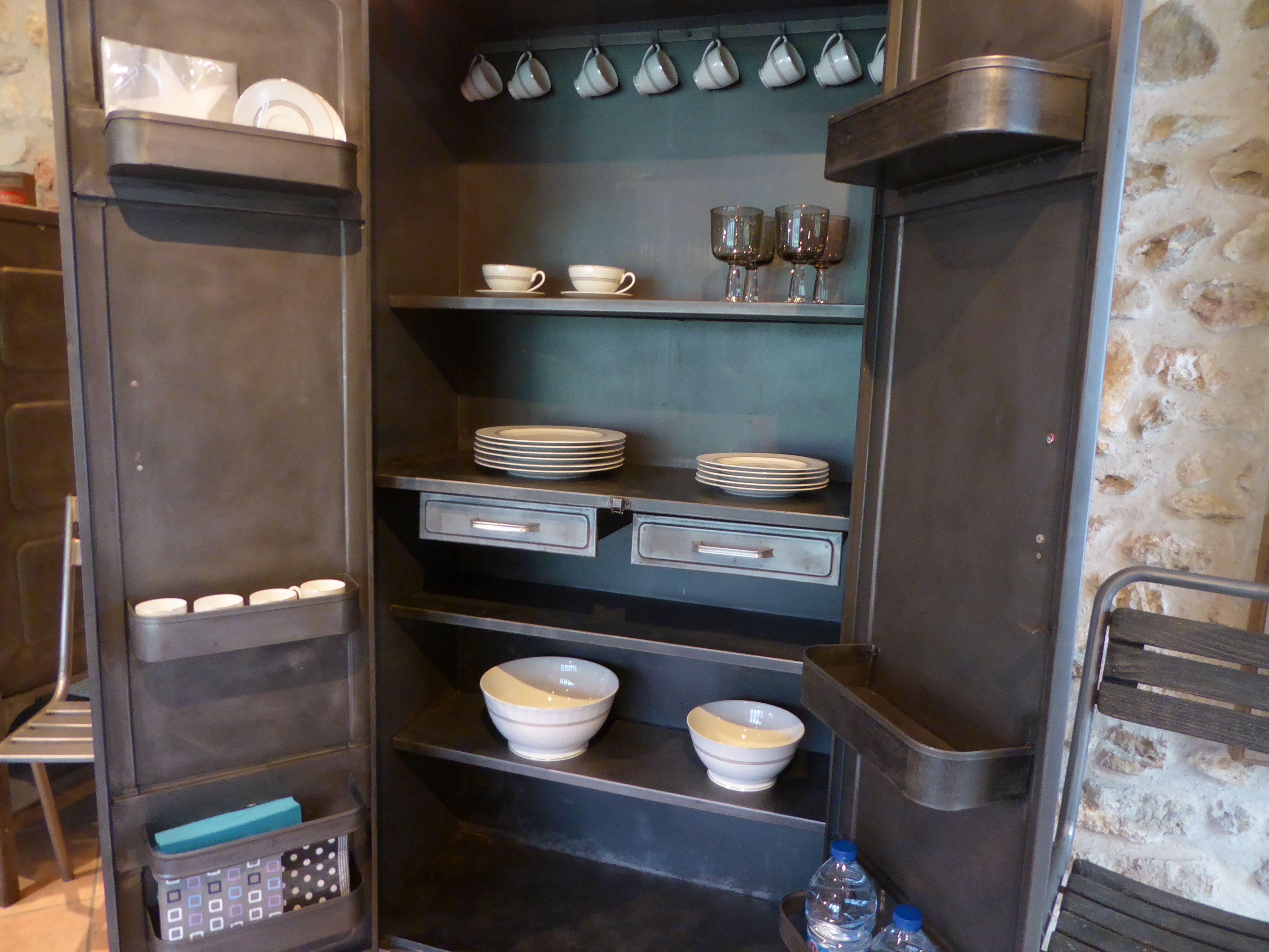 mod le incontournable ancienne armoire de cuisine ann es 50 en vente sur. Black Bedroom Furniture Sets. Home Design Ideas