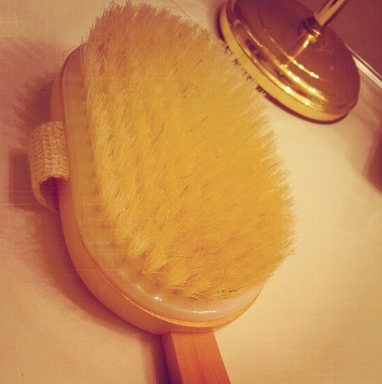 How to Get Rid Of Dark Knees - The Exfoliating brush
