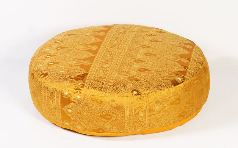 Image from http://www.monsooncraft.com/images/detailed/Gold-Sunderi-Sari-Round-Floor-Pillows.jpg.