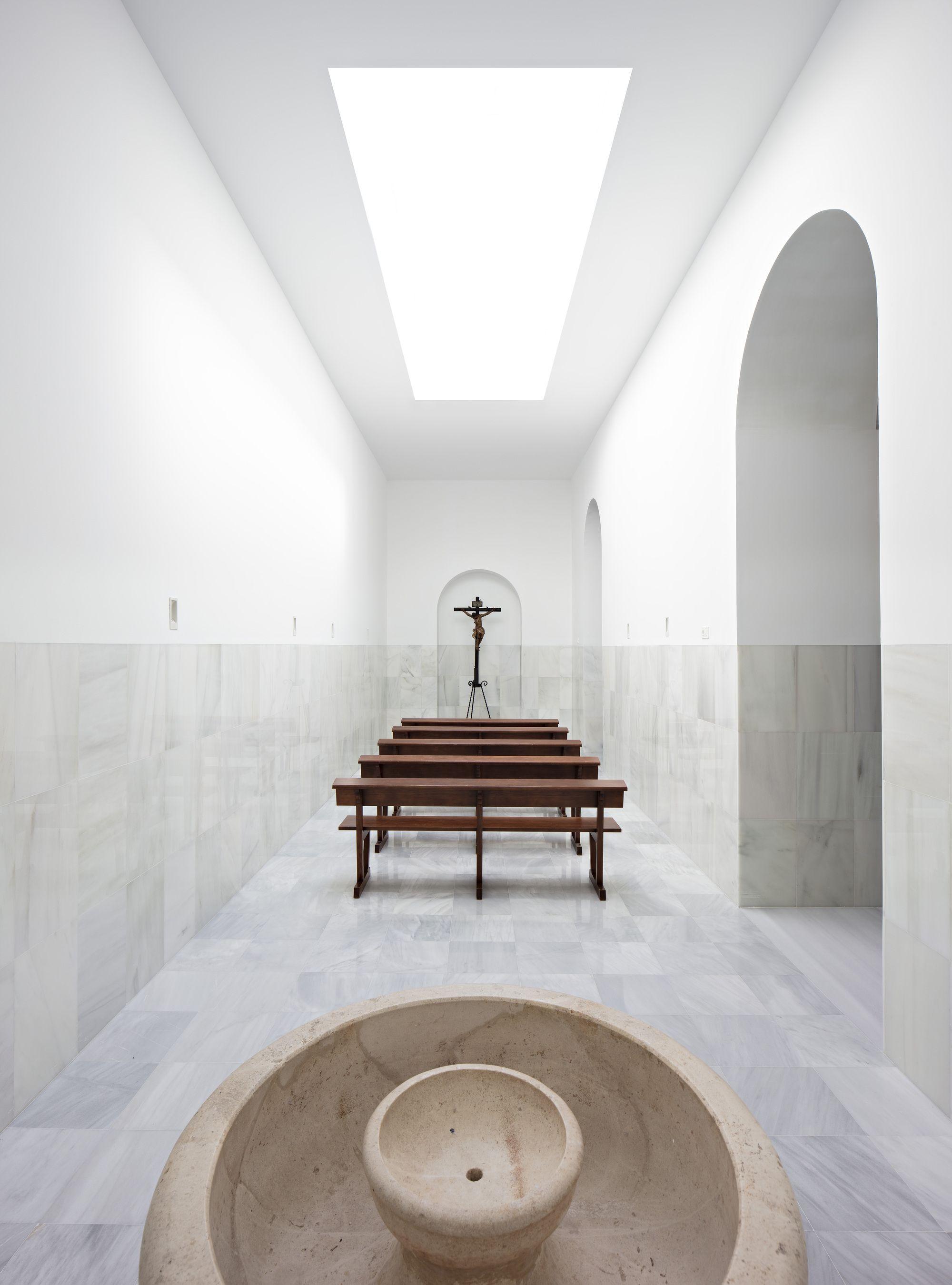 Gallery of blessed sacrament chapel pablo mill n 1 - Diseno interiores sevilla ...
