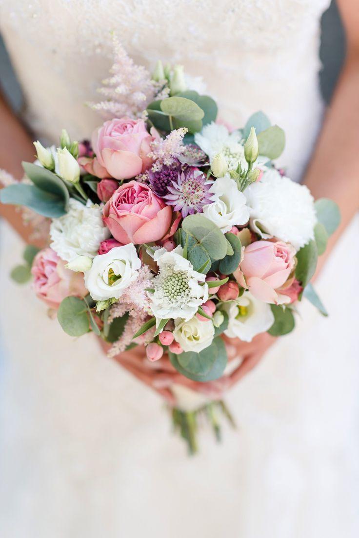 Vintage Hochzeit auf Schloss Assumstadt | Hochzeitsblog The Little Wedding Corner #brautblume