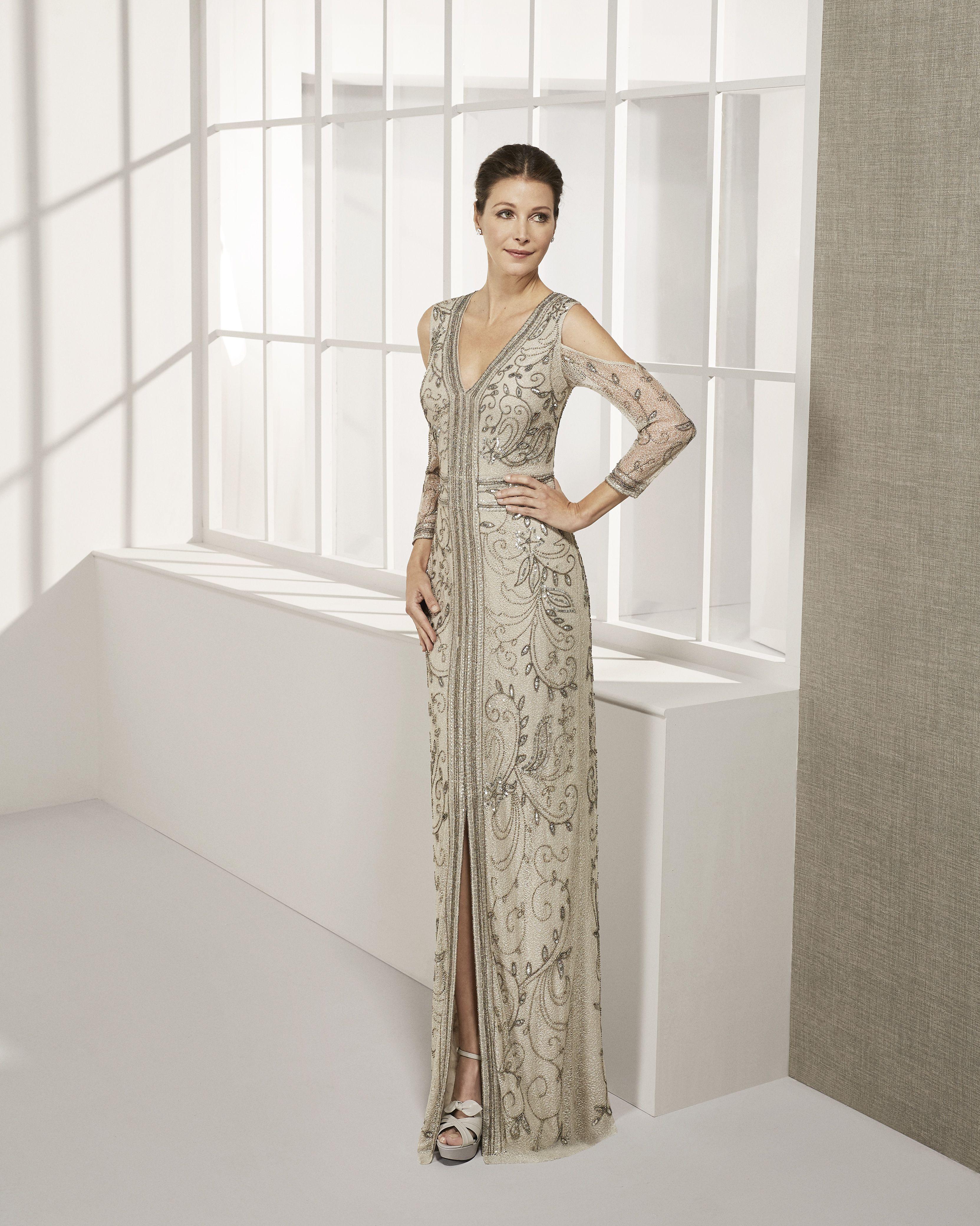 adb2f4bd1 Long beaded cocktail dress. With V-neckline and long sleeves. 2019 ROSA  CLARA COCKTAIL Collection — Vestido de fiesta largo en pedrería.